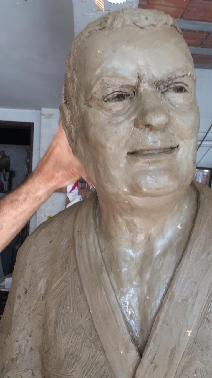 estatua carlson